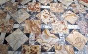 Roma, Musei Capitolini, sectile dagli Horti Lamiani (Musei Capitolini, foto da https://commons.wikimedia.org/wiki/File%3AOpus_sectile_da_pavimento_galleria_horti_lamiani%2C_02.JPG).
