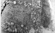 Pavimento a ciottoli da Tirinto (da SALZMANN 1982, https://mosaicodiciottoli.wordpress.com)